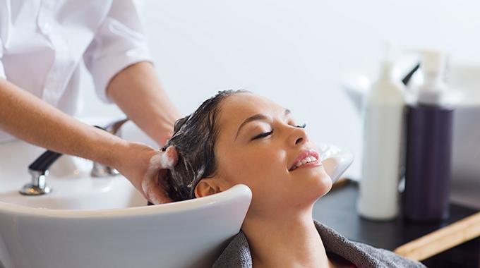 Popularne zabiegi na włosy